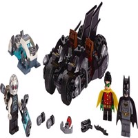 LEGO Super Heroes  Mr Freeze Batcycle Battle 76118